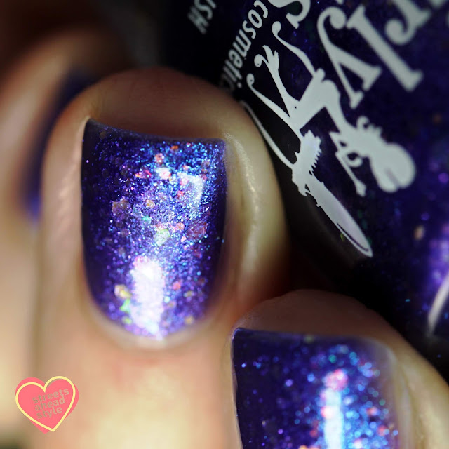 Girly Bits Flash Your Tips Too swatch by Streets Ahead Style