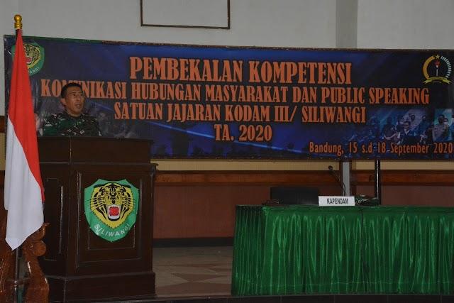 Kapendam III/Slw Buka Pembekalan Public Speaking Bagi Para Kapenrem dan Pasiter Kodim