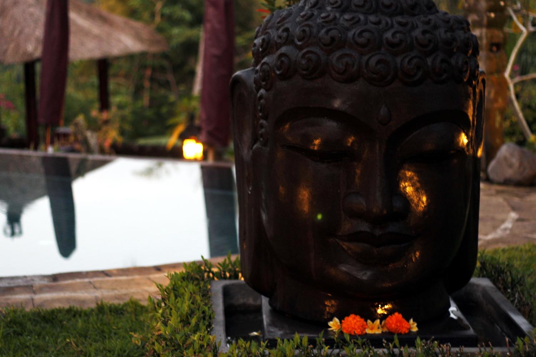 Motivos balineses en el hotel Bunga Permai (Bali)