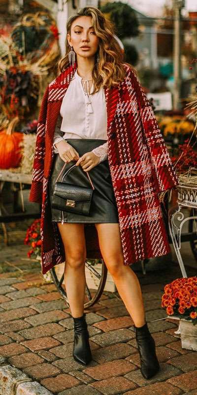 From casual outfits for family reunions to crazy trendy party outfits, we've got your back see these 24 Best Christmas Outfits You Can Shop this Holiday Season. | red coat outfits | #christmas #holiday #newyear #coat