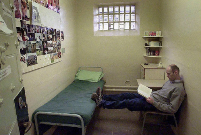 37 Eye-Opening Pictures Explore What Prison Cells Look Like Around The Globe