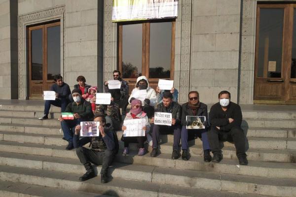 Iraníes se manifiestan en Ereván contra la República