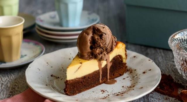 Cheesecake φούρνου με παγωτό