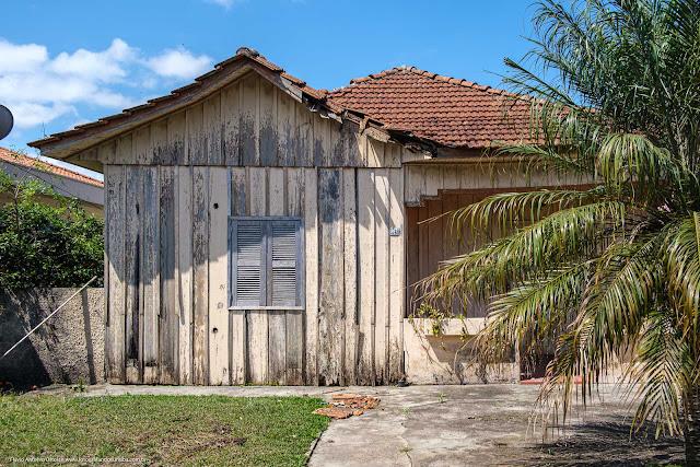 Casa de madeira na Av. Anita Garibaldi