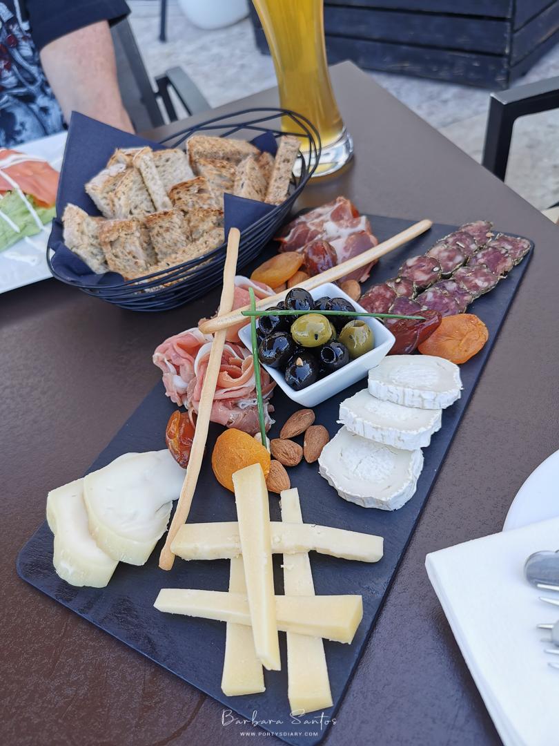 Cheese & Ham platter at Chiado Hotel Rooftop, Lisbon, Portugal. All photos by Barbara Santos (Huawei P30 Pro).