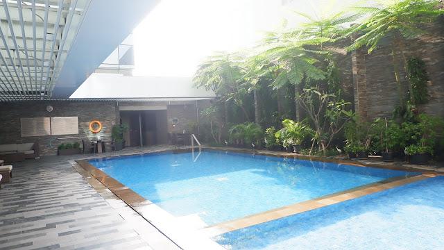 kolam renang hotel grand mercure jakarta harmoni