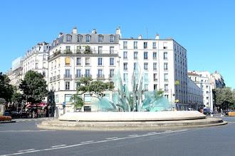 Paris : Fontaine de la place Gambetta - XXème