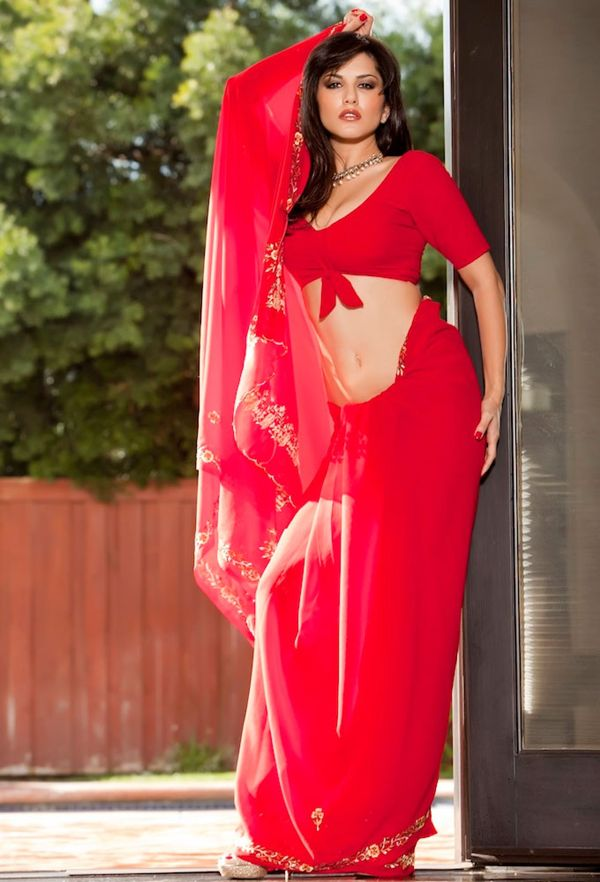 Naked girl in red saree
