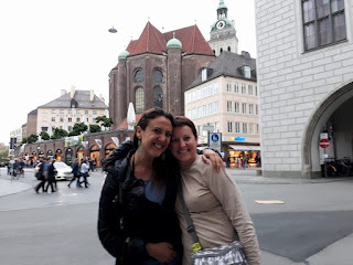 two girls in Munich near the Marienplatz