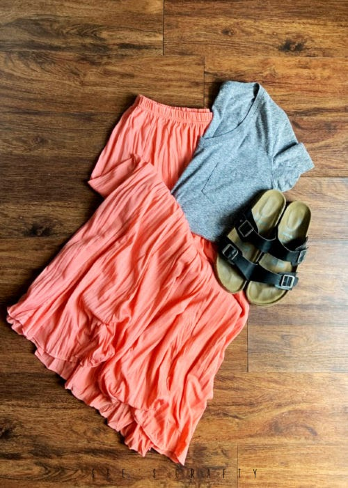 6 Easy Summer Outfit Ideas for moms that are Cool and Comfortable - flowy skirt and v neck t shirt