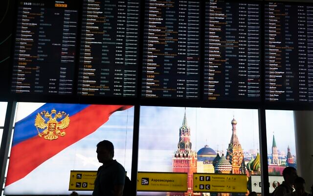 Israelis delayed, questioned again for hours after landing in Moscow