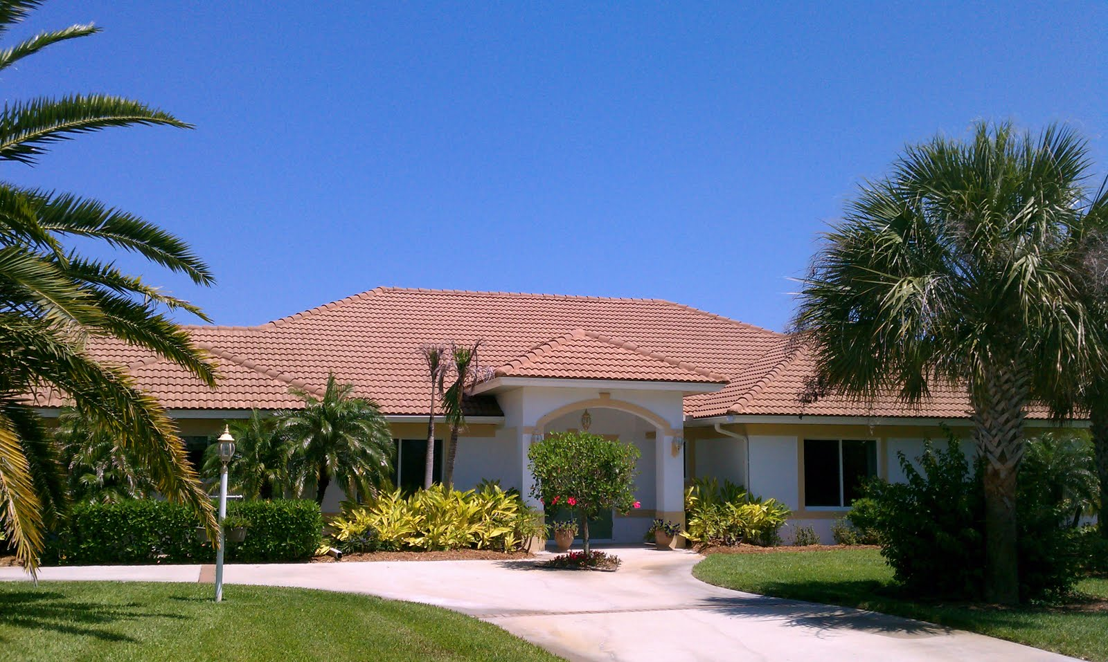 Beacon Roof Amp Exterior Cleaning Tile Roof Cleaning Vero Beach