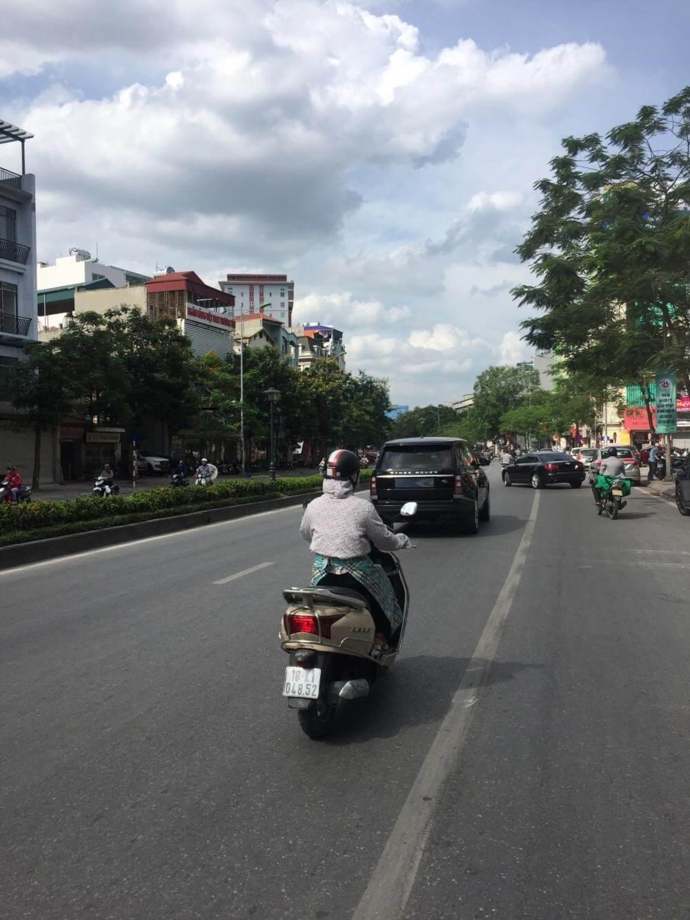Đường Nguyễn Văn Cừ.