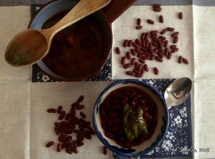 judías-rojas-pimentón-mesa