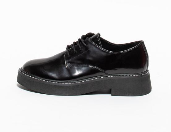 Pantofi derby de piele lacuita pentru femei