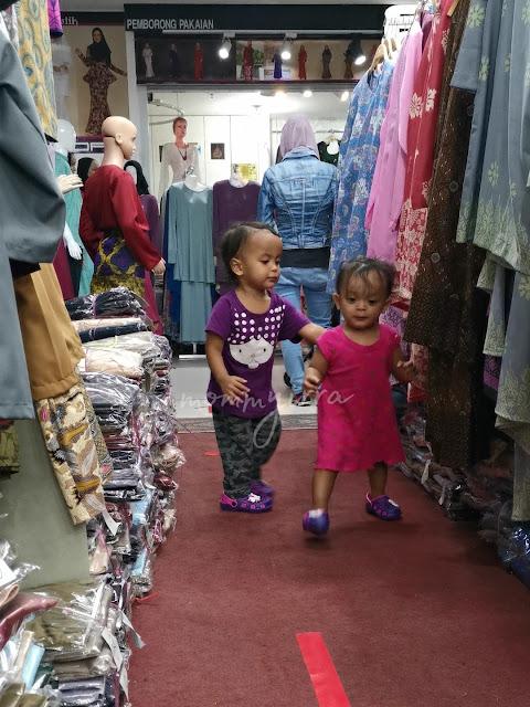shopping di KWC Fashion Wholesale