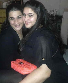 Sara Ali Khan Old Photo With Her Mother