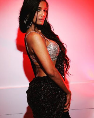 Poonam Pandey viral videos, Biography,  wiki, Boyfriend, images, age, Height, Net worth, new Videos, breast size.