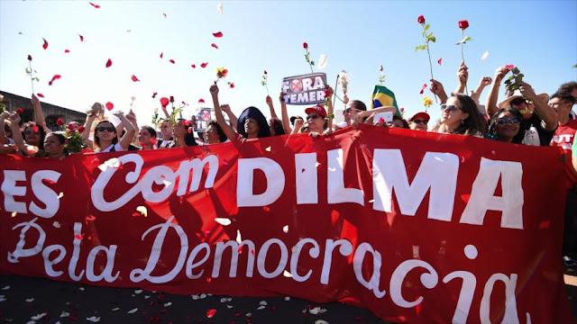 Brasileños protestan frente al Senado en apoyo a Rousseff
