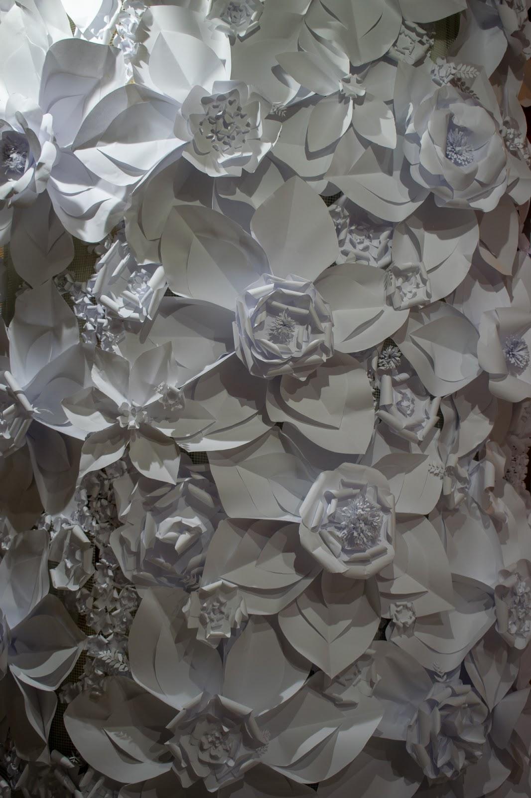 Decor flori de hartie albe, perete de inchiriat, foto corner, cabina foto - Circul Magic