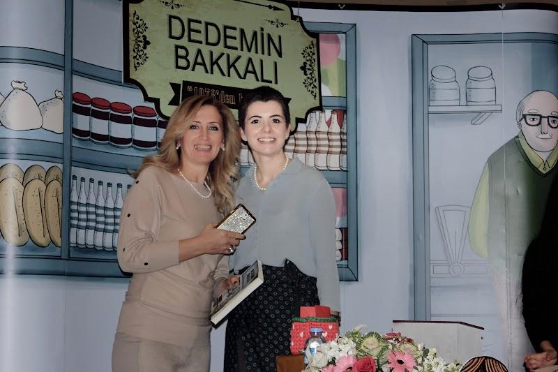 """OYUNCU ANNE """"ŞERMİN ÇARKACI"""" İMZA GÜNÜ VE DEDEMİN BAKKALI SERGİSİ"""