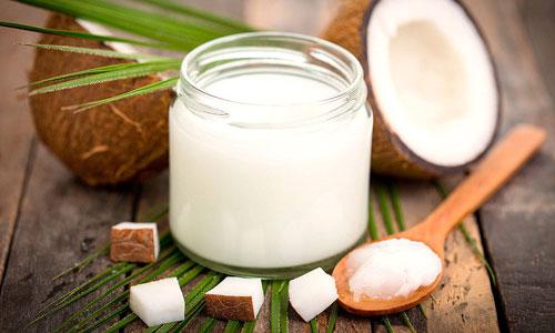 Contorno de ojos casero con aceite de coco