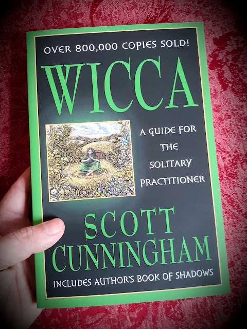 Wicca. A Guide for the Solitary Practitioner. Scott Cunningham. Witchcraft. Book of Shadows