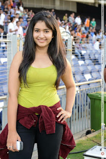 Bhojpuri-Girl-On-Cricket-Ground