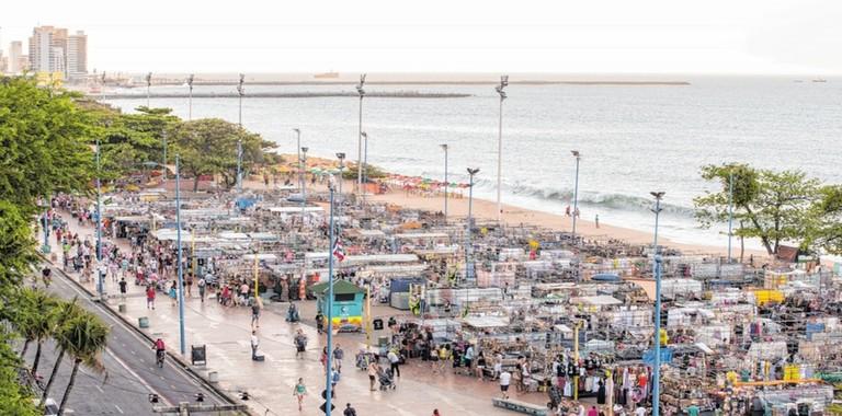 Feira de artezanato da beira mar de Fortaleza