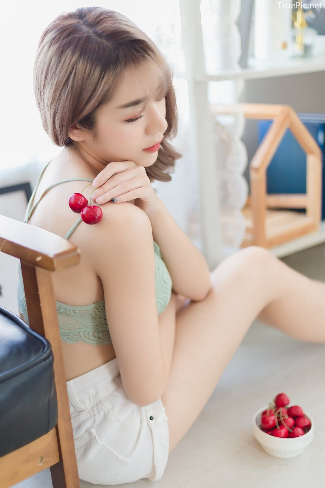 Thailand model Por Pin - One day home alone - Photo by จิตรทิวัส จั่นระยับ - Picture 7