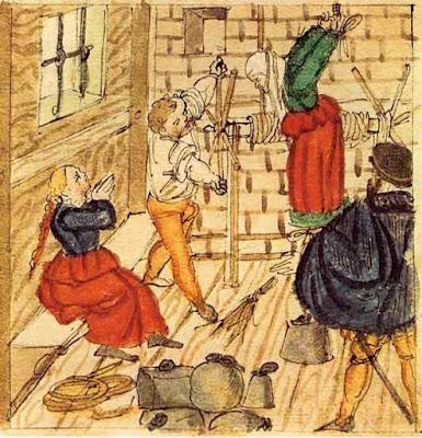 Prima o dopo la puntura della strega, la cosiddetta strega sarebbe stata orribilmente torturata!