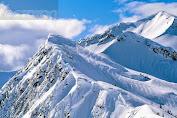 Puncak Gunung Jayawijaya Diselimuti Salju Abadi, Tertinggi di Indonesia!