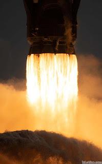 Buồng đốt nhiên liệu ở đuôi phi thuyền  Crew Dragon