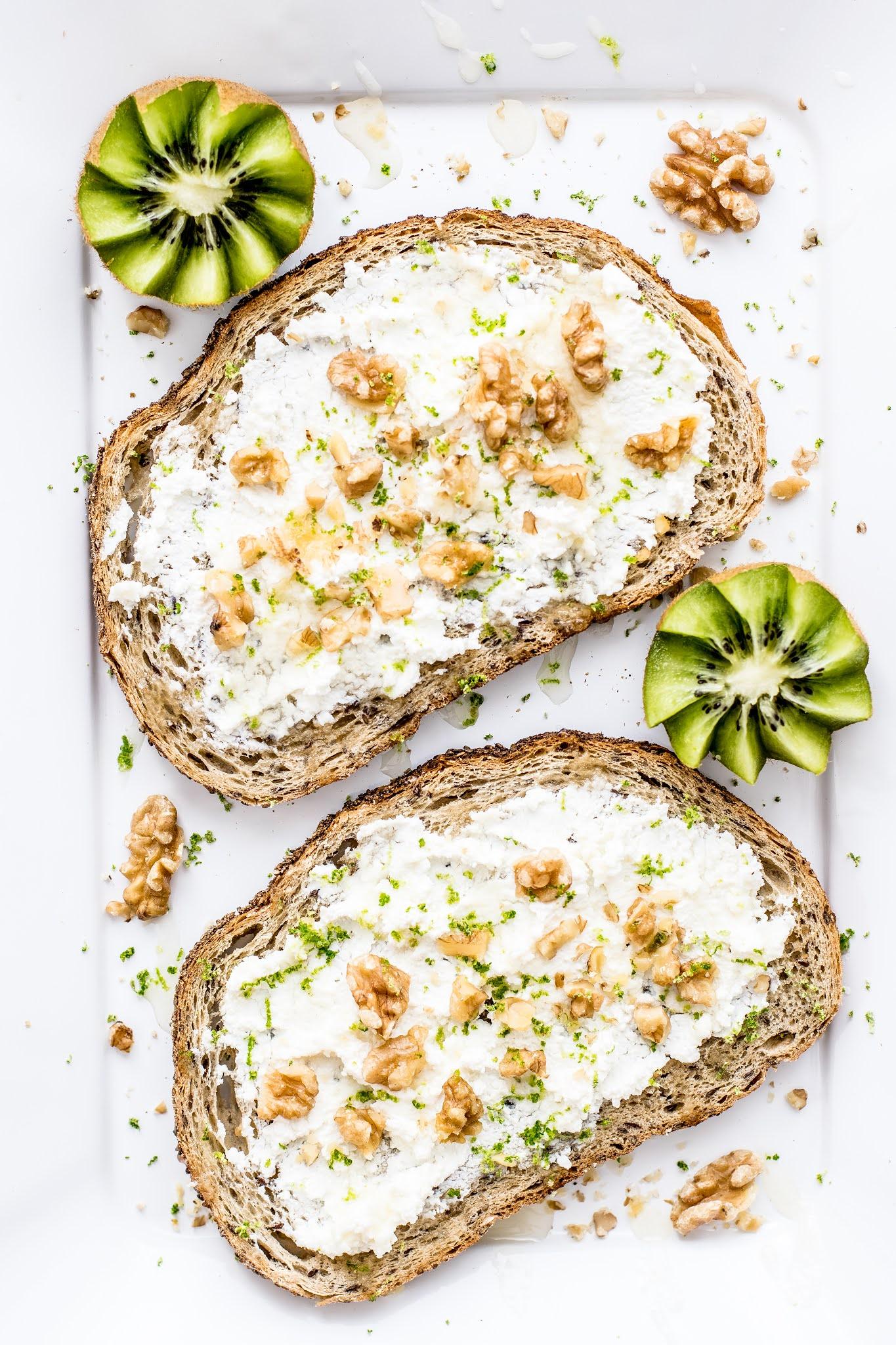 Copycat Panera Bread Honey Walnut Cream Cheese Spread