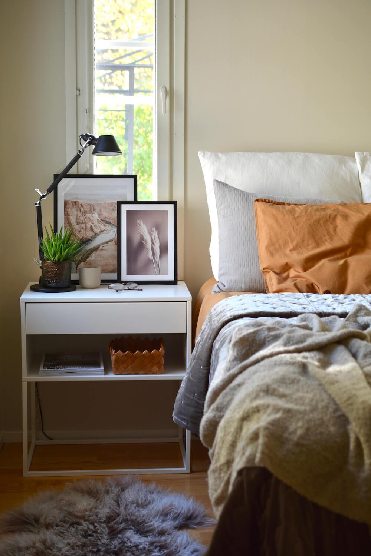 syksyn-savyja-makuuhuoneessa