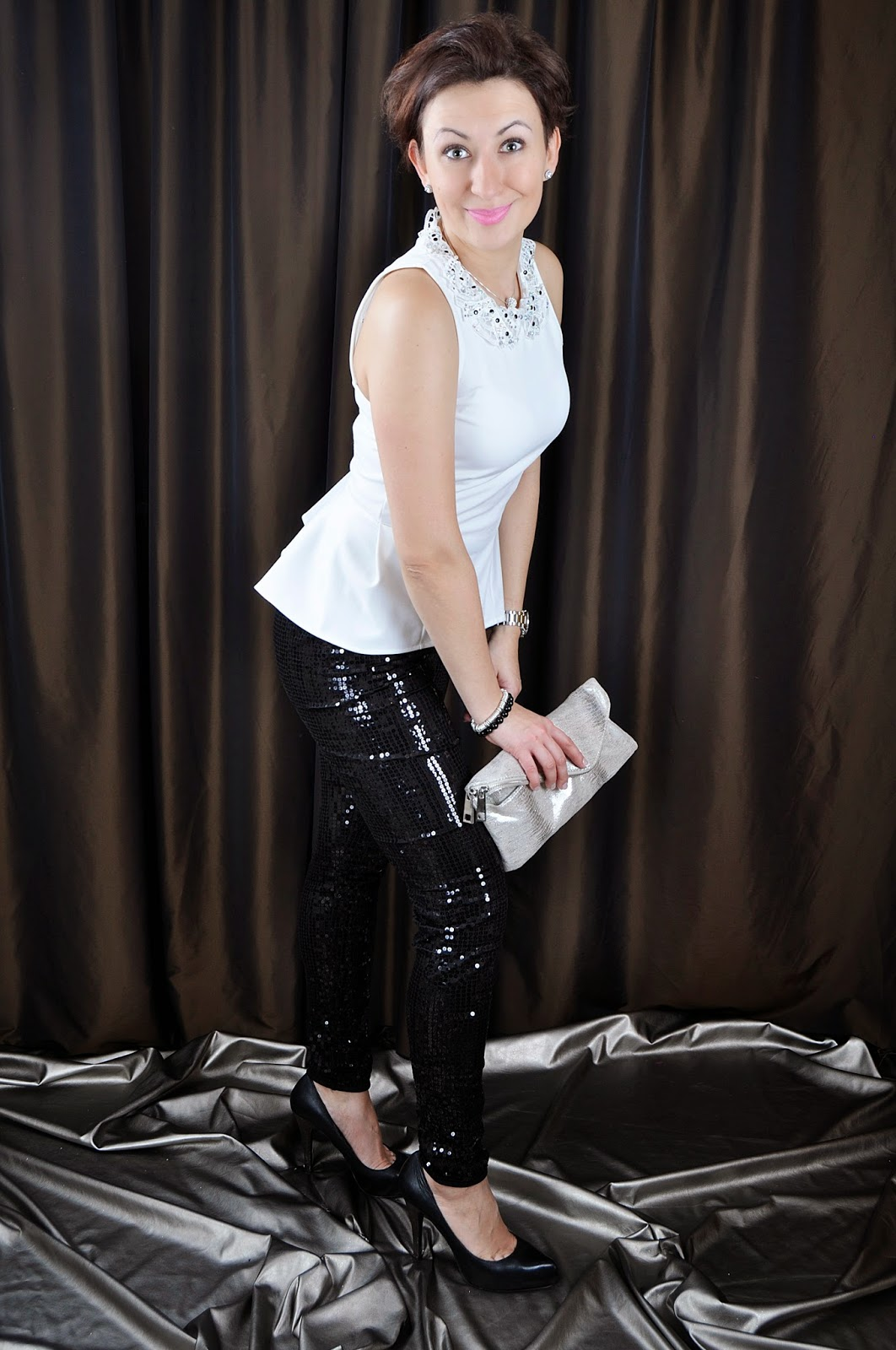 Black and White Outfit, Fashion, moda, New Look Leather heels, New Year's Eve Outfit, Partywear, River Island silver clutch bag, Sequin black leggins, Styl, Stylizacja, TOPSHOP white top, Adriana Style Blog, Blog modowy Puławy