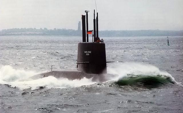 ARA Santa Cruz, TR-1700, de la Armada Argentina, en pruebas de mar en Alemania antes de la entrega