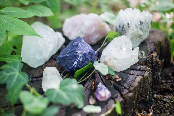 5 viên tinh thể pha lê mà mọi phù thủy xanh và người mới bắt đầu nên có