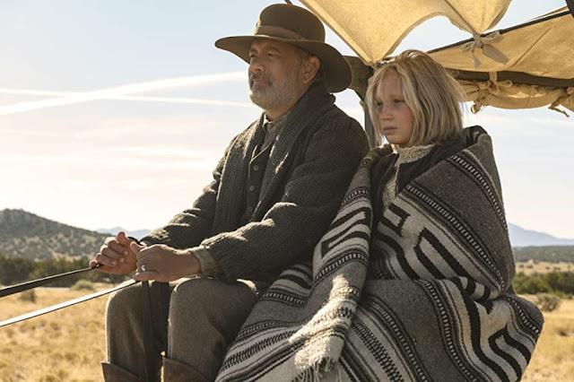 Tom Hanks y Helena Zengel. Fotograma de Universal Pictures.