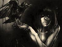 La mujer cuervo en la oscuridad