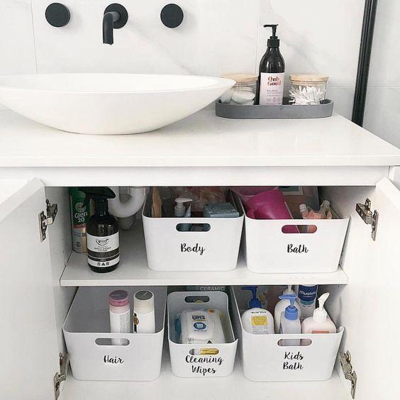 ordenar baño con el método konmari de forma exitosa con Marie Kondo la magia del orden con cajas de almacenaje en vertical