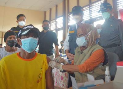 Ratusan Warga Suku Laut di Inhil Riau Disuntik Vaksin COVID-19