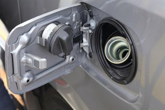 Berhati-hatilah Jika Tangki Bahan Bakar Mobil Kemasukan Air