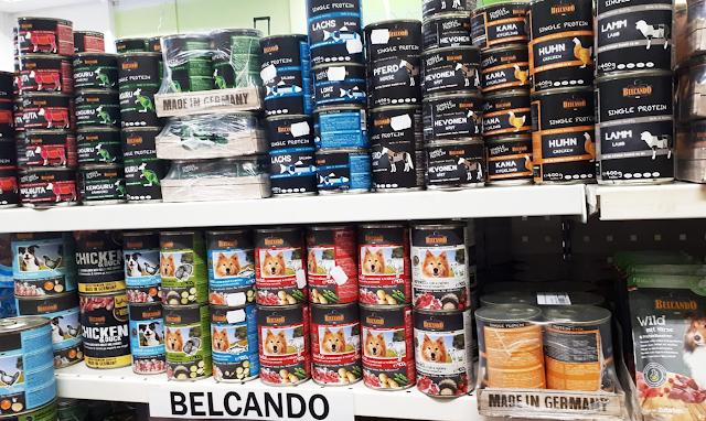 Eläinkaupan pitäminen ei ole vain eläinten hoitamista, se myös vaatii markkinointia ja uusien tuotteiden tutkimista.