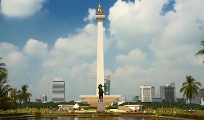 ke Monumen Nasional Jakarta pake KRL
