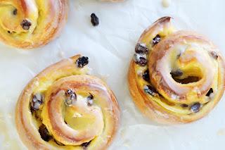 Cách làm bánh ngàn lớp cuộn nho khô Pain Aux Raisins 2