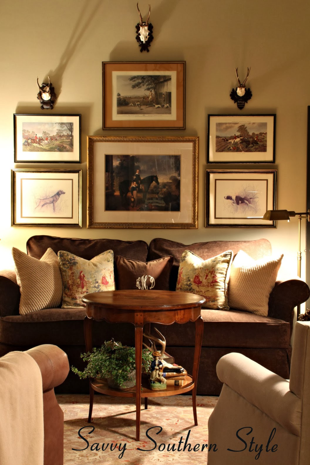Savvy southern style decorating with antlers - Pictures of decorated living rooms ...