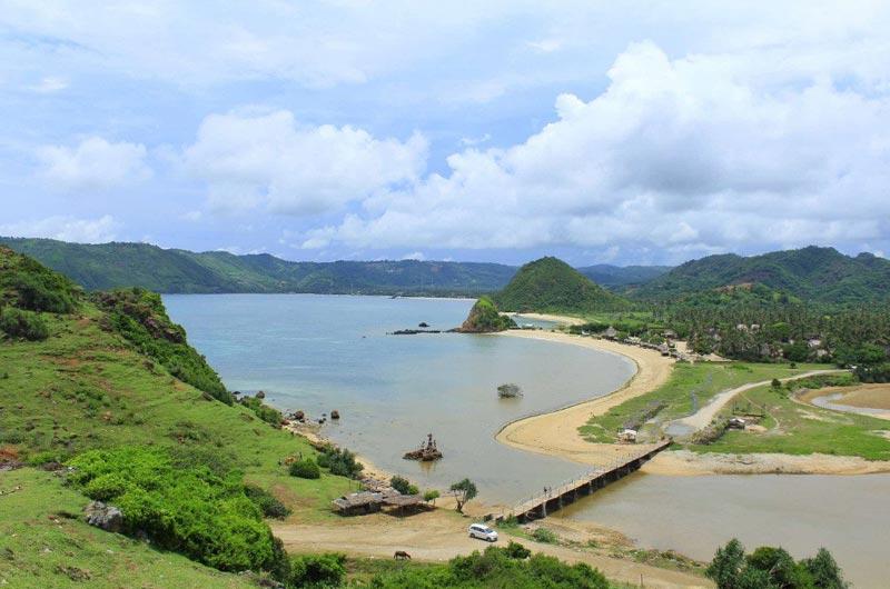 Fasilitas di Pantai Seger Lombok