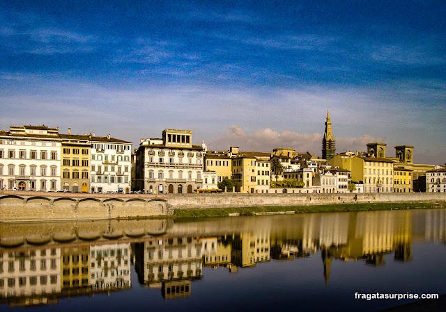 Rio Arno em Florença, Itália