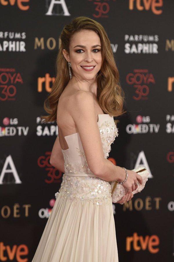 9 peinados glamourosos según tu vestido Extensionmania - Peinados Palabra De Honor